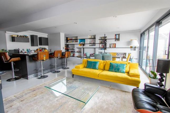 Thumbnail Apartment for sale in Limoges, Limousin, 87000, France