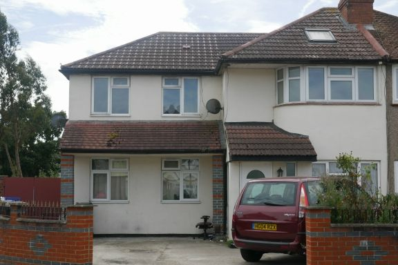 Thumbnail Maisonette to rent in Kingston Avenue, Feltham