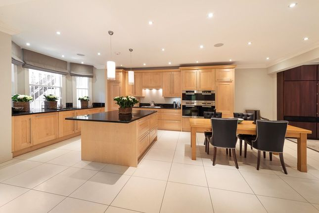 Thumbnail Flat for sale in St. Georges Square, Pimlico, London