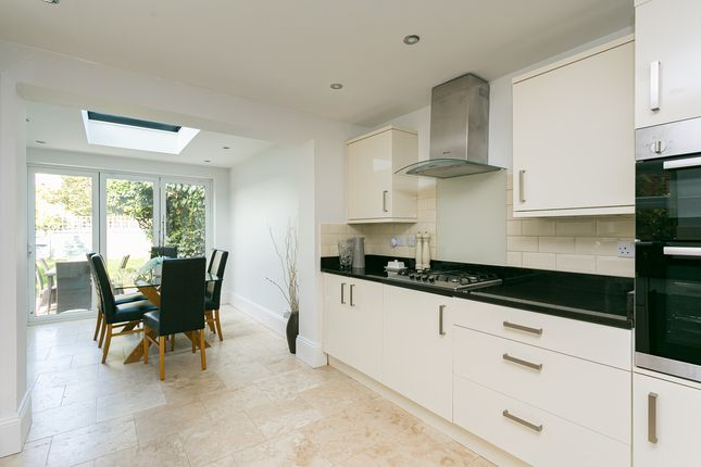 Thumbnail Flat for sale in Hopton Road, London