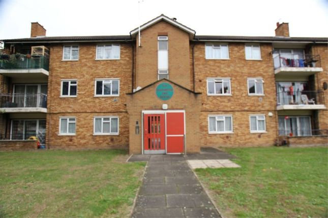Thumbnail Flat for sale in Croyde Avenue, Hayes