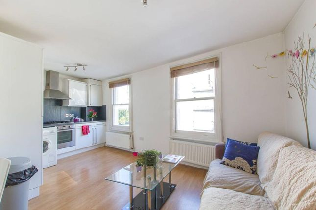 Flat to rent in Fortune Green Road, London