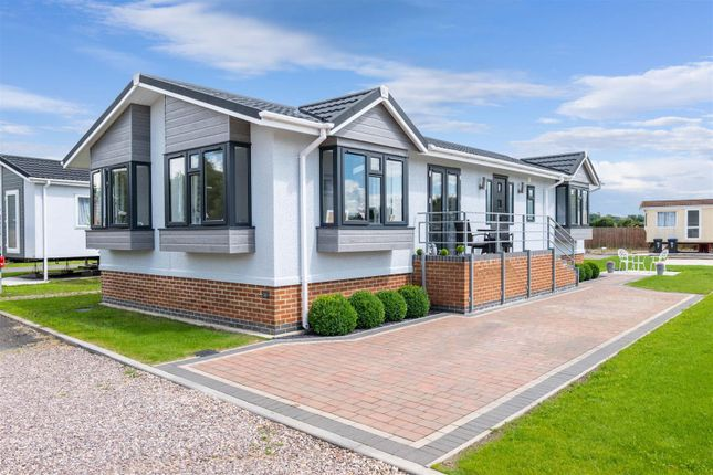 Thumbnail Mobile/park home for sale in Topiary Park, Honeybourne Road, Bidford-On-Avon, Alcester