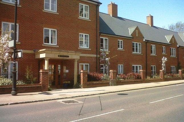 Thumbnail Flat for sale in Newton Court, Olney