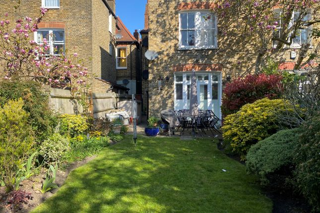 Thumbnail Flat to rent in Clairview Road, London