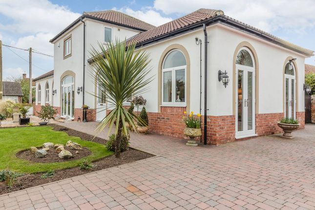 Thumbnail Country house for sale in Chestnut Close, Newark, Nottinghamshire