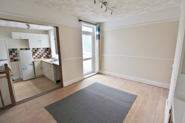 Thumbnail Terraced house to rent in Maxwell Road, Southsea