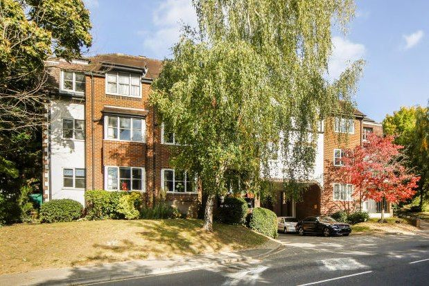 Thumbnail Flat to rent in Monument Hill, Weybridge