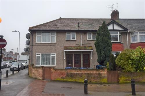 Thumbnail Maisonette to rent in Bilton Road, Perivale