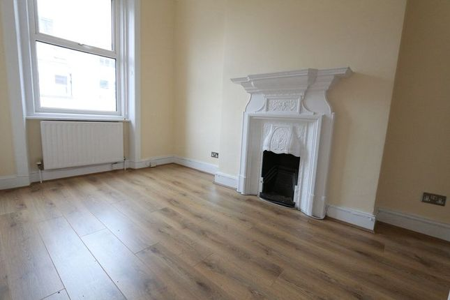 Thumbnail Flat to rent in Earls Court Road, London