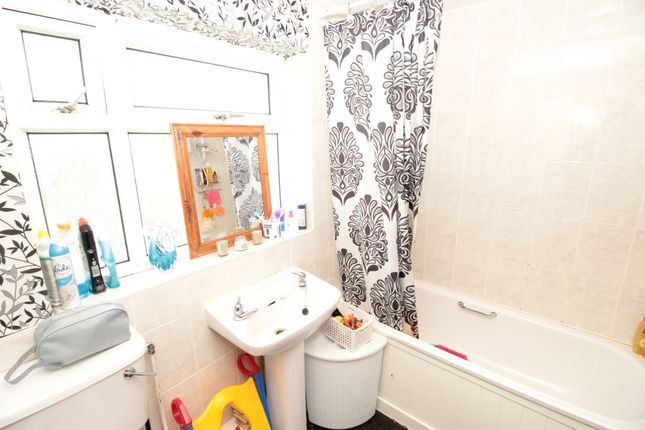 Family Bathroom of Bramall Lane, Darlington, County Durham DL1
