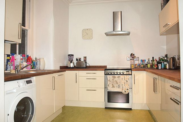 3 bed flat to rent in Rushcroft Road, London