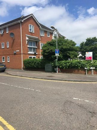 Thumbnail Flat to rent in Willow Road, Aylesbury