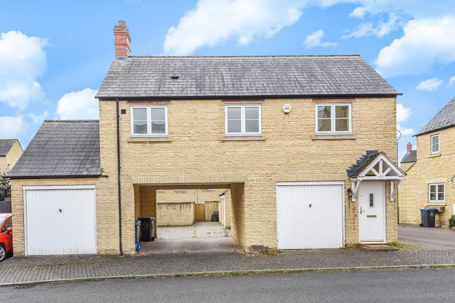 Thumbnail Flat to rent in Pine Rise, Witney