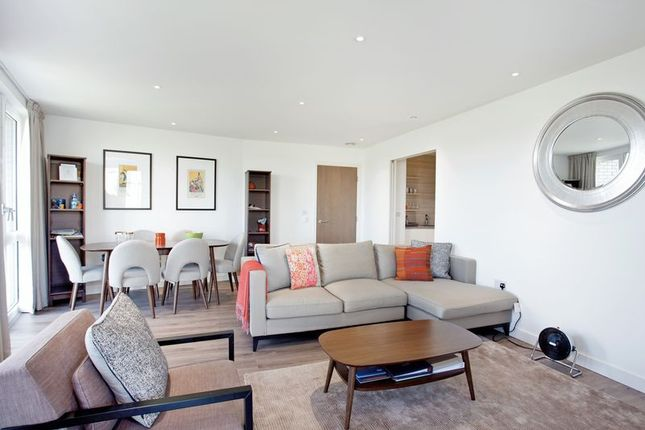 Thumbnail Flat for sale in Devan Grove, London