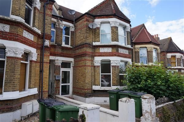 Thumbnail Studio to rent in Griffin Road, London