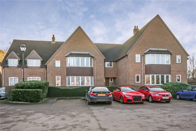 Thumbnail Flat to rent in Westminster Court, Grove Road, Harpenden, Herts