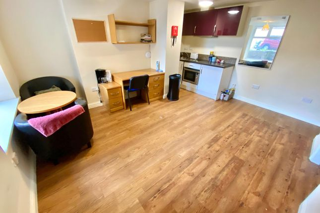 Thumbnail Flat to rent in Highfields Road, Huddersfield