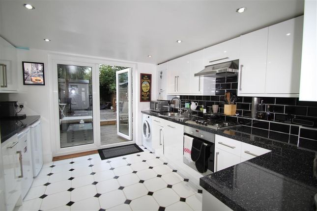 Thumbnail Property to rent in Douglas Road, Maidstone