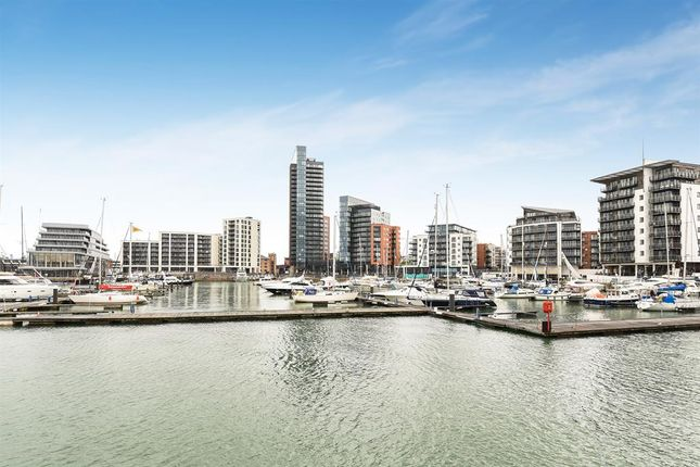 Thumbnail Town house for sale in Calshot Court, Channel Way, Ocean Village, Southampton, Hampshire