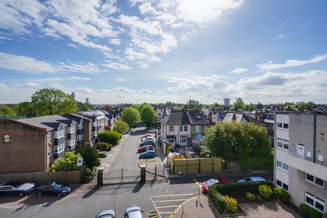 4 bed flat for sale in Bloomsbury Close, Ealing, London W5
