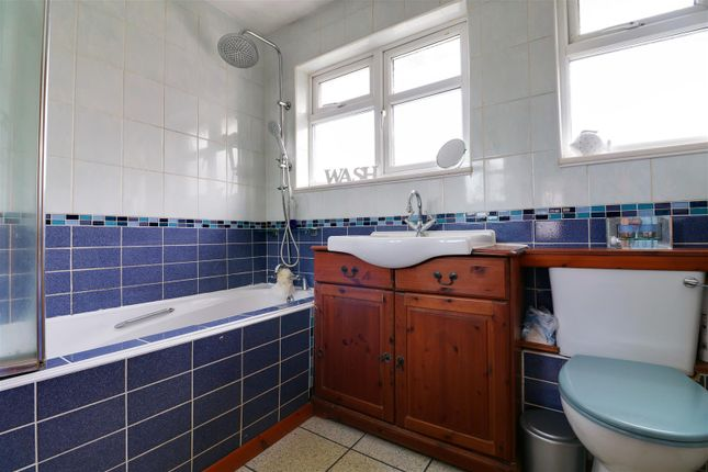 Bathroom Opt 1 of Nevell Road, Grays RM16
