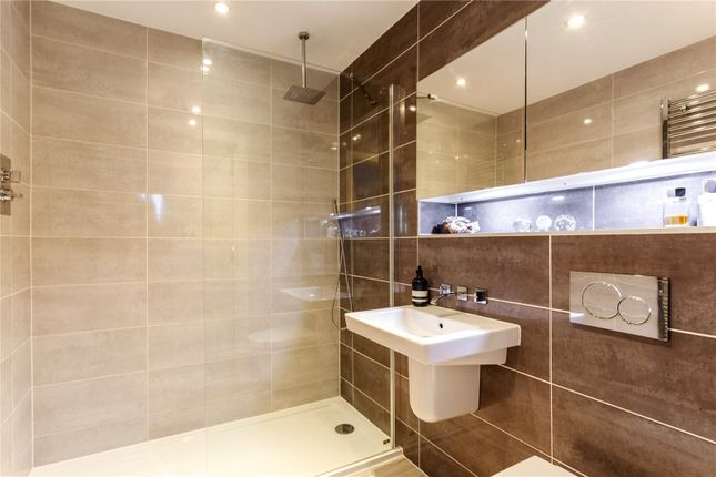 Ensuite of Price Place, Cirencester GL7