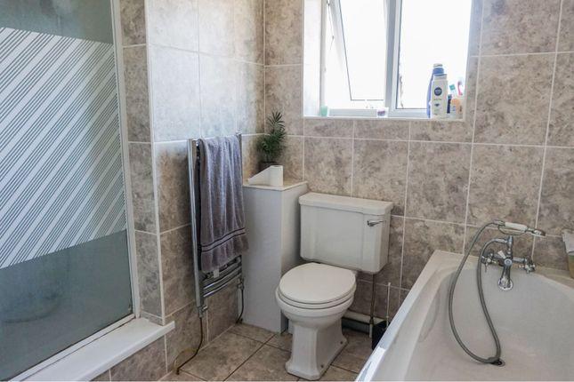 Bathroom of Yardley Way, Grimsby DN34