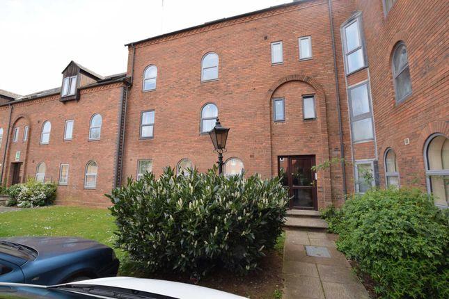 2 bed flat to rent in Britannia Road, Banbury OX16
