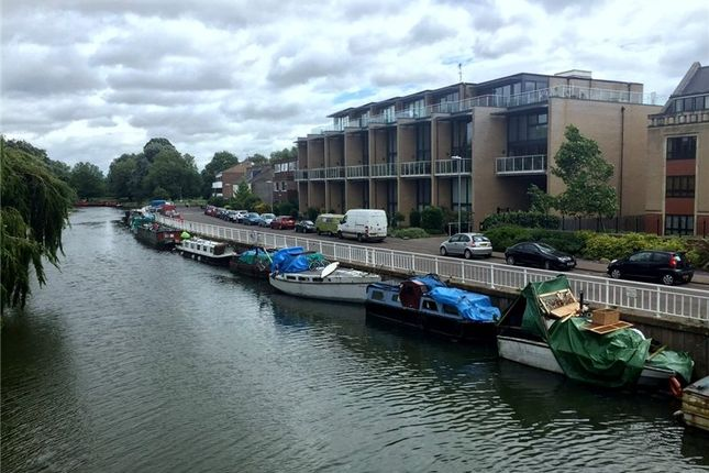 Thumbnail Flat to rent in Water View, Riverside, Cambridge