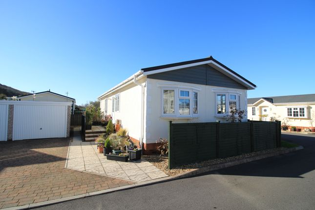 2 bed mobile/park home for sale in Pear Tree Lane, Kewstoke, Weston-Super-Mare BS22