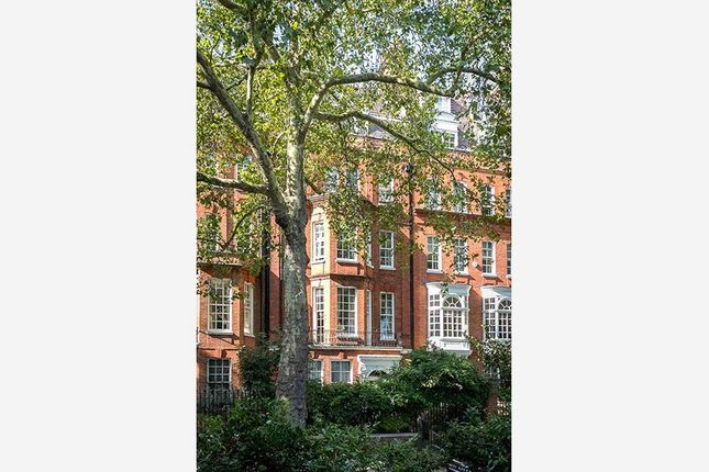 Thumbnail Terraced house for sale in Cheyne Walk, Chelsea
