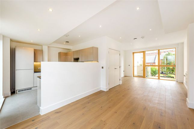 Thumbnail Flat for sale in Tollington Way, Upper Holloway