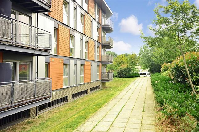 2 bed flat for sale in Commonwealth Drive, Three Bridges, Crawley, West Sussex