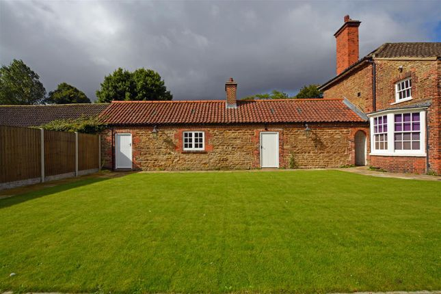 Thumbnail Bungalow to rent in Little Normanby, Normanby, Scunthorpe