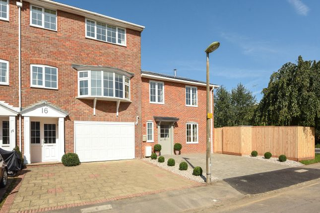 Thumbnail Terraced house to rent in Ravenscroft Road, Henley-On-Thames, Oxfordshire