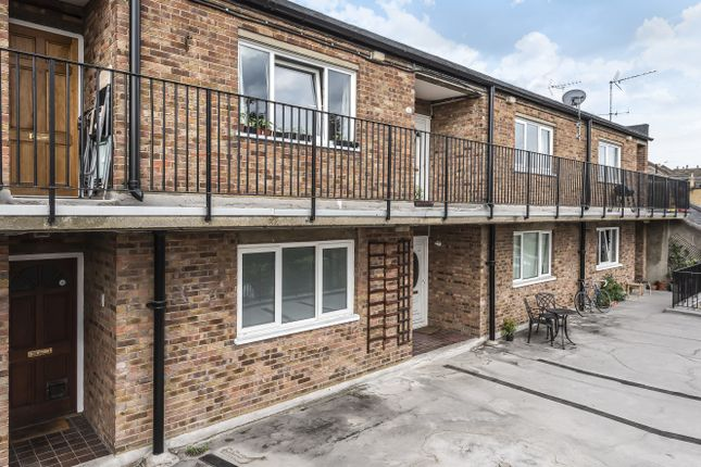 2 bed flat for sale in Hither Green Lane, London SE13 - Zoopla