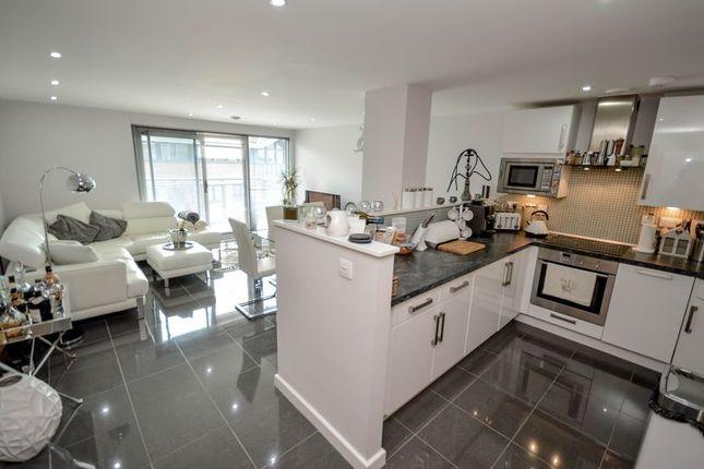 Thumbnail Flat for sale in Beckhampton Street, Swindon
