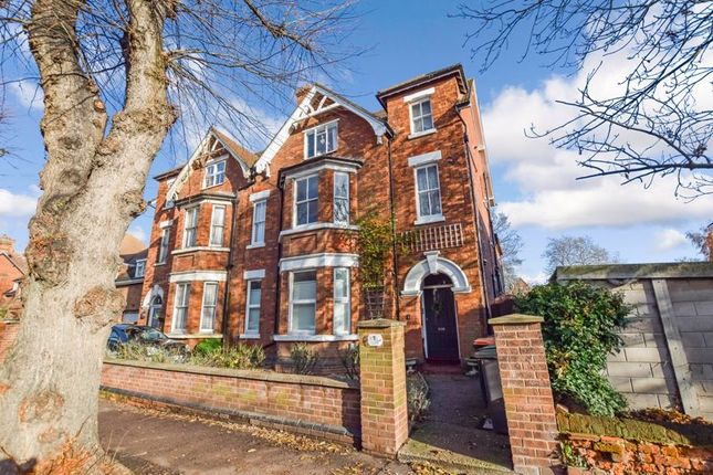 Thumbnail Maisonette to rent in Chaucer Road, Bedford