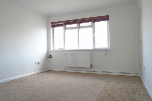 Thumbnail Maisonette to rent in Alexandra Park Road, Muswell Hill