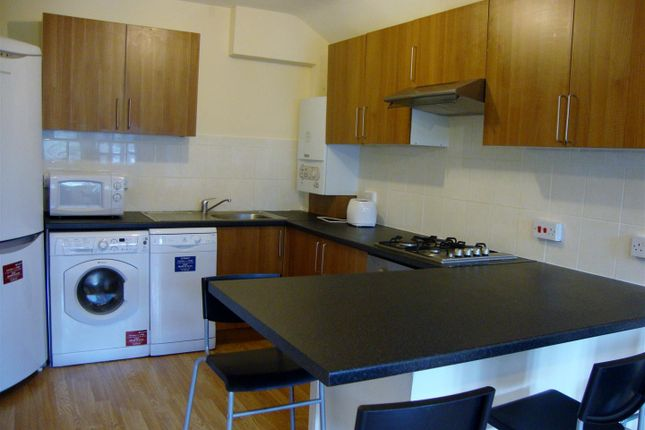 Thumbnail Flat to rent in Markenfield Road, Guildford
