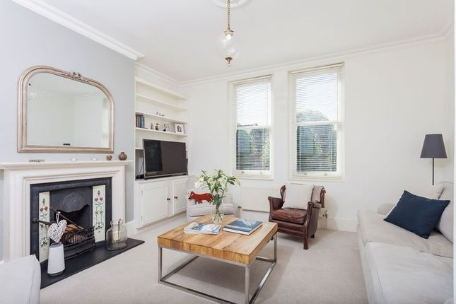 2 bed flat for sale in Crouch Hall Road, London
