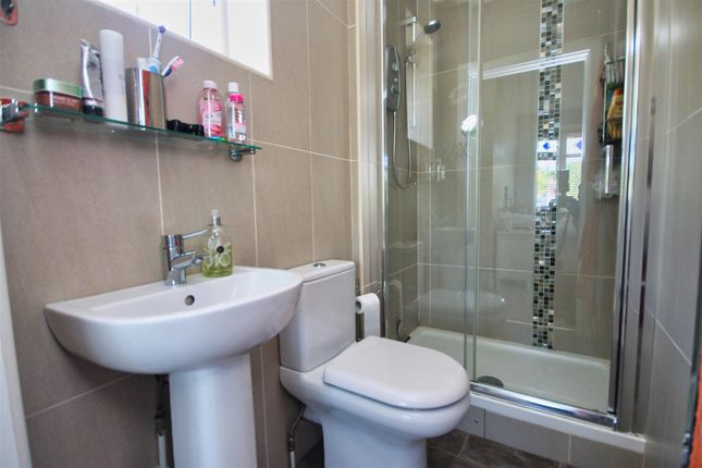 En-Suite of Hennings Park Road, Poole BH15