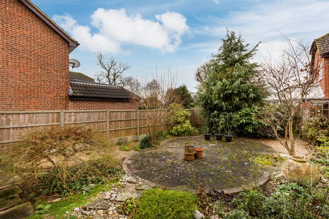 Property For Sale In Lincolns Mead Lingfield