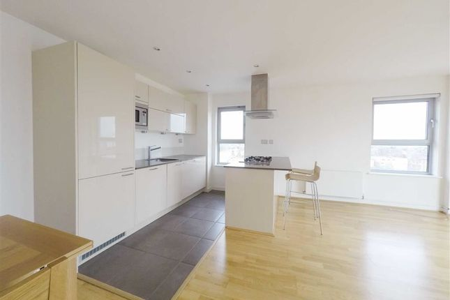 Thumbnail Flat to rent in Gate Keepers House, Queen Mary Ave, South Woodford