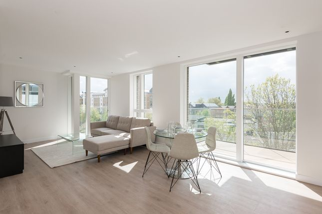 2 bed flat to rent in Brentford, Kew
