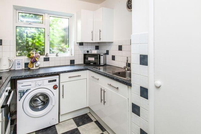 2 bed flat to rent in St. Leonards Road, Windsor SL4
