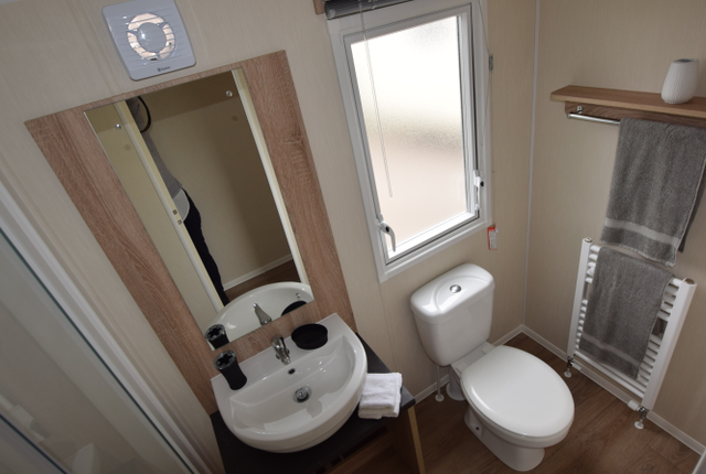 The Willerby Etchingham Features A Stunning Master Bedroom With Plenty Of Storage Space. The Neutral Colour Scheme And Immaculate Furnishings Are All Beautifully Finished To A High Standard.