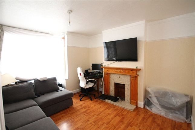 Thumbnail Flat to rent in Lincoln Road, London
