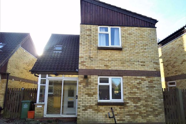 4 bed detached house to rent in Snowdonia Close, Basildon, Essex SS13